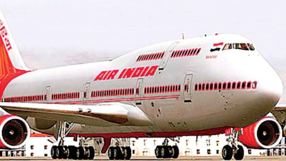 कॉकपिट में पायलट ने एयर होस्टेस से की छेड़छाड़, FIR दर्ज