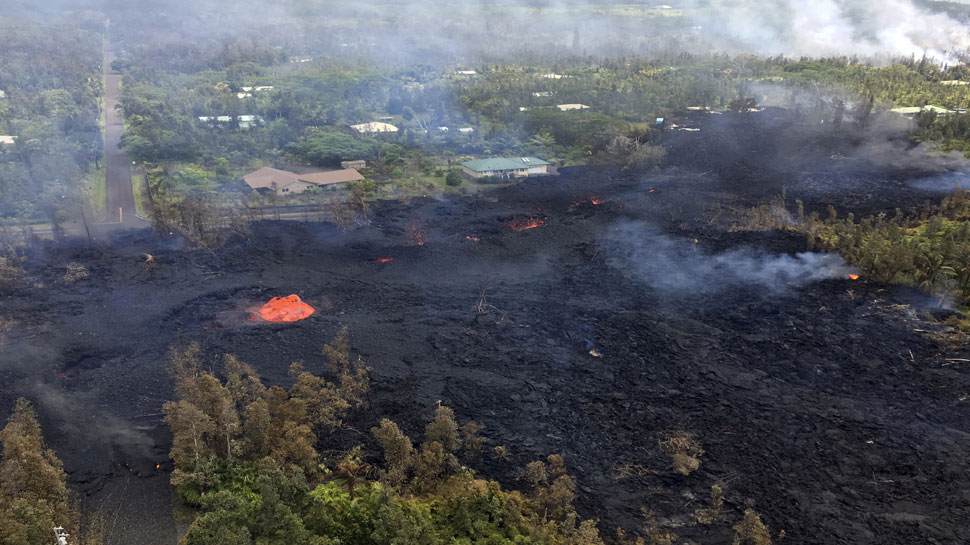 अमेरिका के हवाई में ज्वालामुखी विस्फोट, हवा में 200 फुट तक उछला लावा