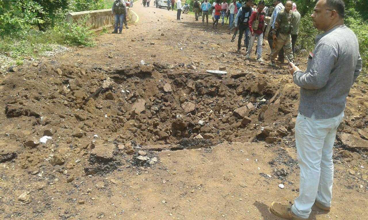 Dantewada 6 Jawan Killed and 1 injured In IED BLAST Naxal Attack Chhattisgarh