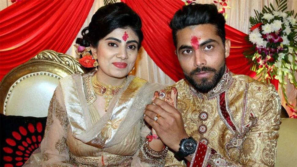 क्रिकेटर रवींद्र जडेजा की पत्नी के साथ पुलिसवाले ने की मारपीट, बाल खींचे