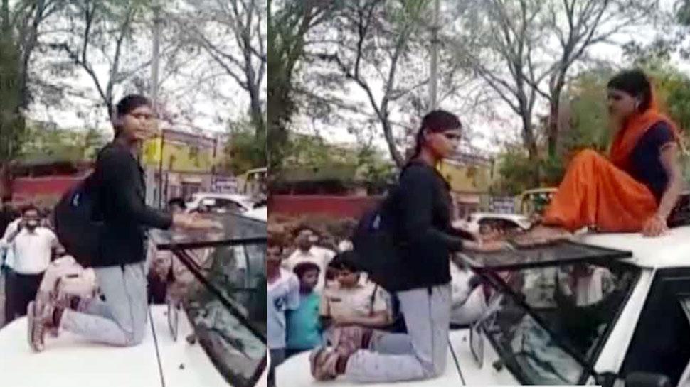 पिता को उठाने आई पुलिस तो ढाल बनी बेटियां, गाड़ी पर चढ़कर कुछ यूं मचाया हंगामा