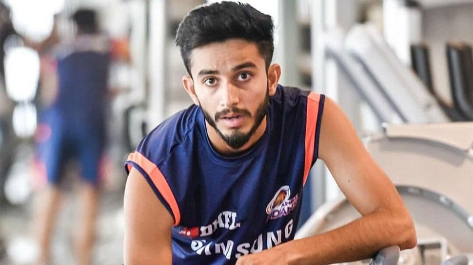 पहले आईपीएल मैच में धोनी का विकेट लेने वाले मयंक सचिन के हैं बड़े फैन