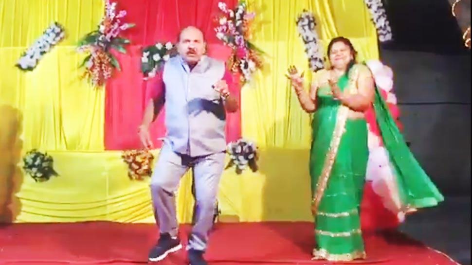 VIDEO: इस शख्स ने स्टेज पर किया ऐसा डांस, जिसे बार-बार देखने पर भी नहीं भरेगा आपका मन