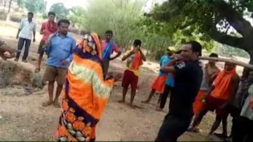 बोकारो : अवैध संबंध के शक में दबंगों ने सरेआम की महिलाओं की पिटाई, वीडियो वायरल