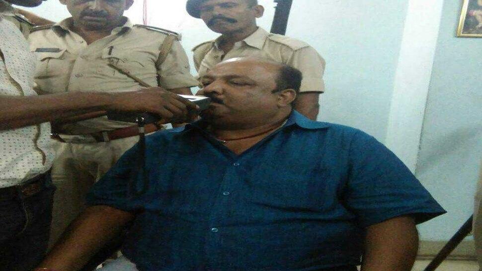 होटल में शराब पार्टी करते पकड़ा गया आरेजडी नेता, 6 लोग गिरफ्तार