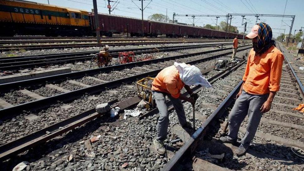 मेगा ट्रैफिक ब्लॉक के चलते 50 से अधिक रेलगाड़ियां प्रभावित, अपनी ट्रेन की स्थिति जांच लें
