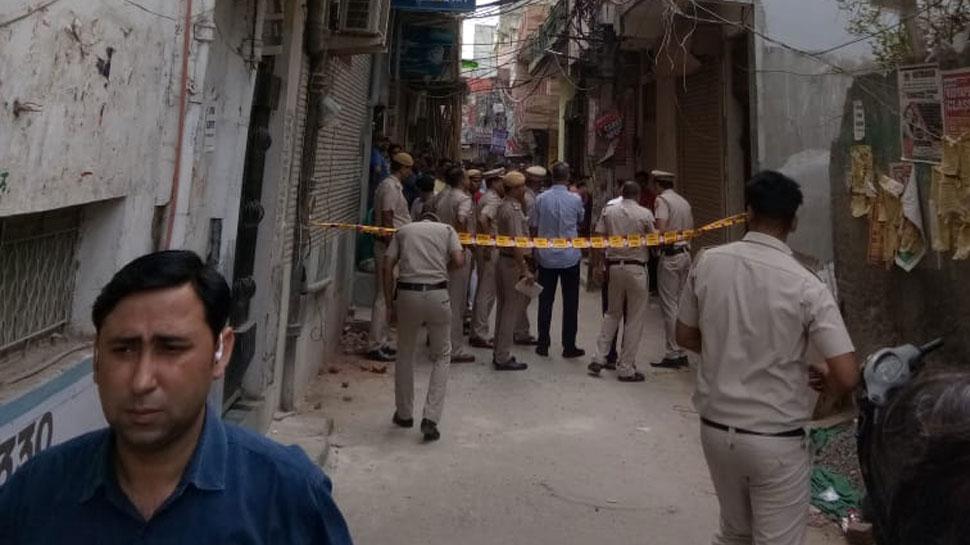 एक घर में लटकी मिलीं 11 लाशें , पुलिस हत्या व आत्महत्या में उलझी