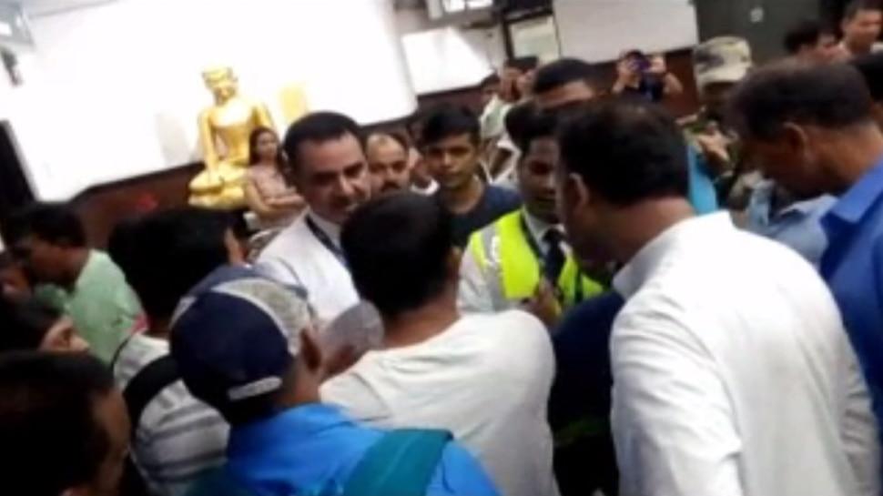 पटना एयरपोर्ट पर यात्रियों का हंगामा, गो-एयर की फ्लाइट कैंसिल होने से थे नाराज