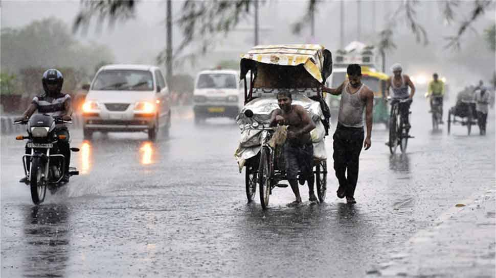 https://hindi.cdn.zeenews.com/hindi/sites/default/files/2018/07/10/253819-monsoon-new.jpg