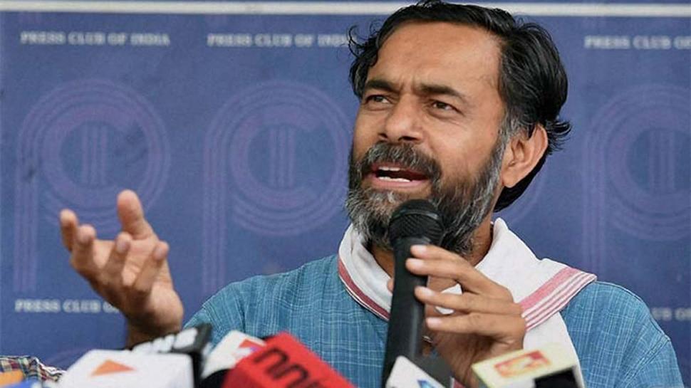 योगेंद्र यादव ने प्रधानमंत्री मोदी पर लगाया बहन को परेशान करने का आरोप