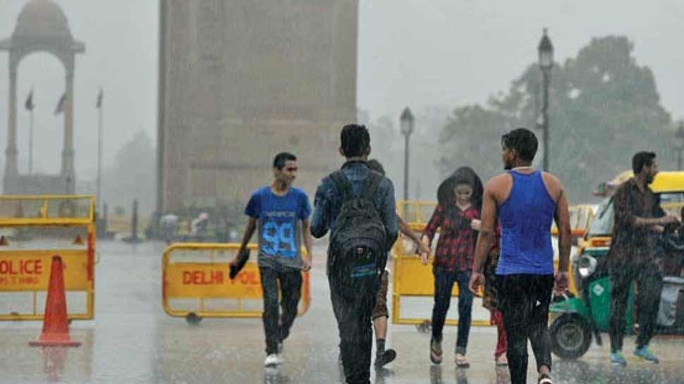 दिल्ली-NCR के आसमान पर छाए काले बादल, 3-4 दिन होगी झमाझम बारिश