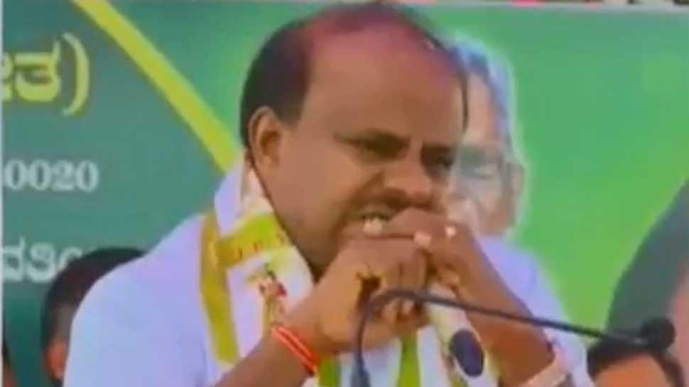 कर्नाटक के सीएम कुमारस्वामी रोते हुए बोले, 'मुख्यमंत्री बनने से खुश नहीं, गठबंधन का जहर पी रहा हूं'