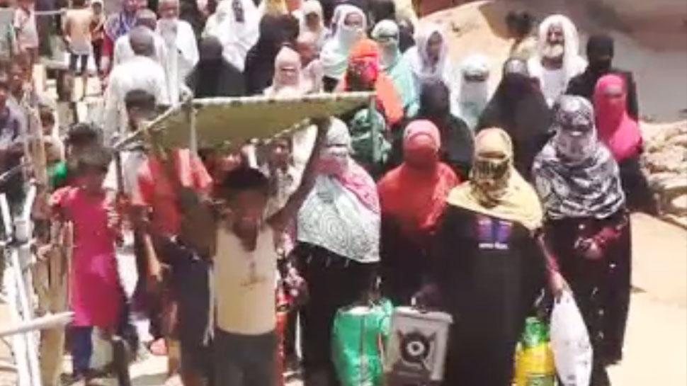 कौशांबी : पुलिस पर उत्पीड़न का आरोप, महिलाएं कर रही हैं गांव से पलायन