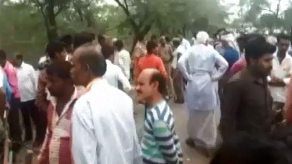 चित्रकूट : सड़क हादसे में मरने वालों की संख्या दस हुई, परिजनों ने किया हंगामा