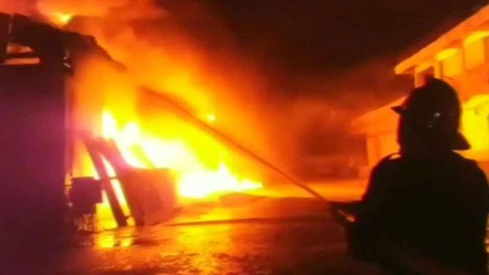 यूपी : अयोध्या रेलवे स्टेशन पर आग से मचा हड़कंप, कोई हताहत नहीं
