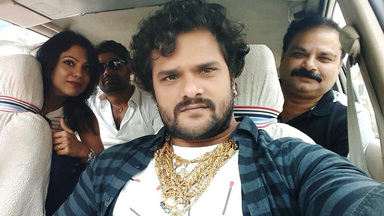 40 गाड़ियों के काफिले के साथ फिल्म 'राजा जानी' के प्रमोशन के लिए निकले खेसारीलाल यादव