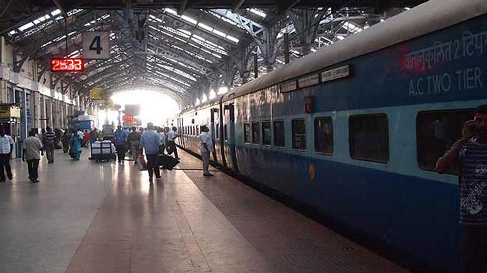 रेलवे ने अपनाया एयरलाइन मॉडल, पैंट्री स्टाफ यात्रियों से थैले में करेगा कचरा एकत्रित