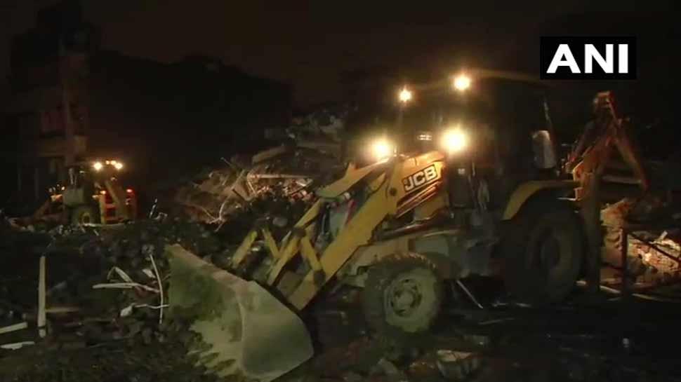 गाजियाबाद : खोड़ा में 5 मंजिला इमारत गिरी, रेस्क्यू ऑपरेशन में जुटी NDRF की टीमें