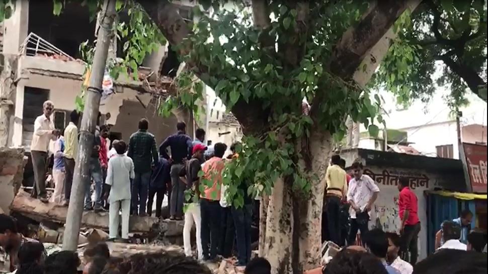 Madhya Pradesh: A three story building collapsed in Vidisha, Rescue operation underway