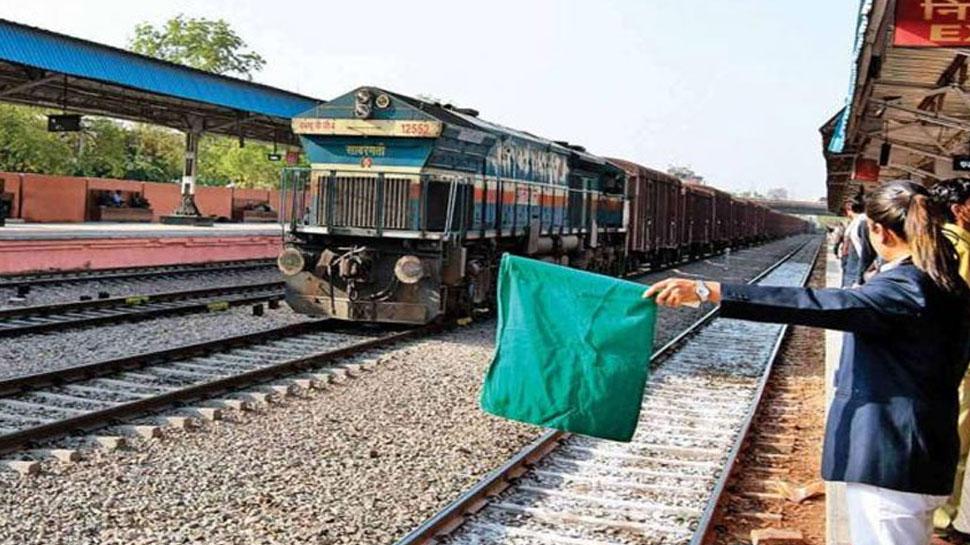 आधी रेलगाड़ियां भी मुश्किल से समय पर चला पा रहा उत्तर रेलवे, समीक्षा में हुआ खुलासा