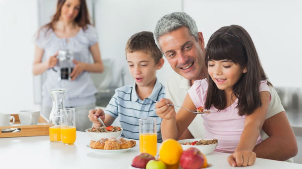 Teach table manners to your kids important tips