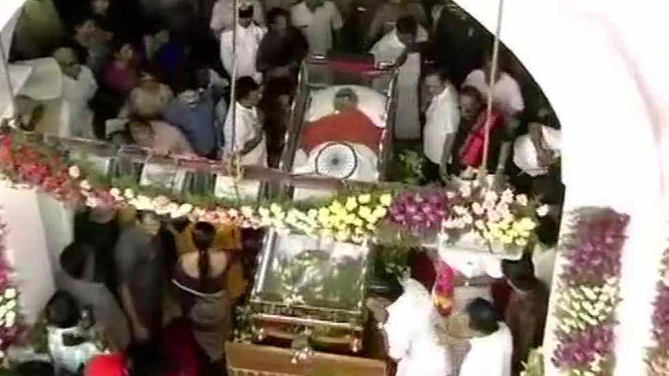 मरीना बीच पर होगा करुणानिधि का अंतिम संस्कार, मद्रास हाईकोर्ट ने सुनाया फैसला
