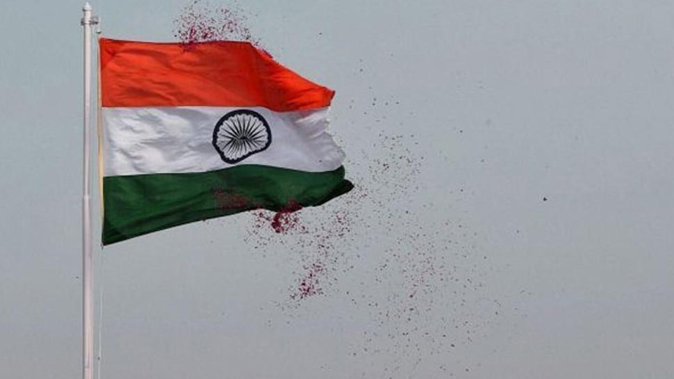 स्वतंत्रता दिवसः 'मिशन तिरंगा' के तहत नीमच के युवाओं ने घर-घर बांटे तिरंगे