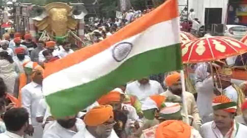 Indore people hoist 12 kilometer long tricolor