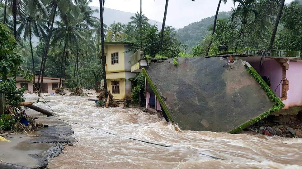 बाढ़ और बारिश का कहर जारी, 7 राज्यों में 774 लोगों की मौत, केरल में भारी तबाही
