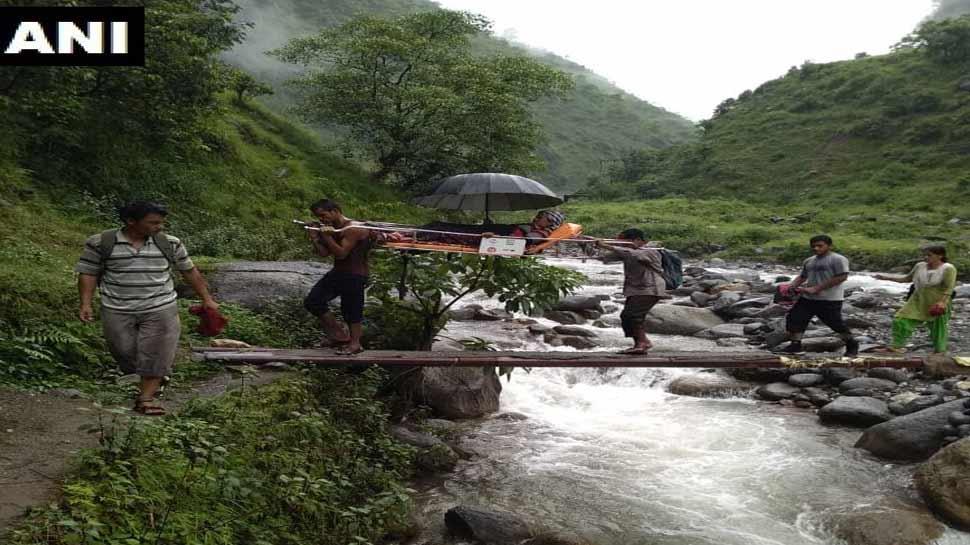 उत्तराखंड में आफत की बारिश, गर्भवती महिला को 11 KM पैदल चल पहुंचाया अस्पताल