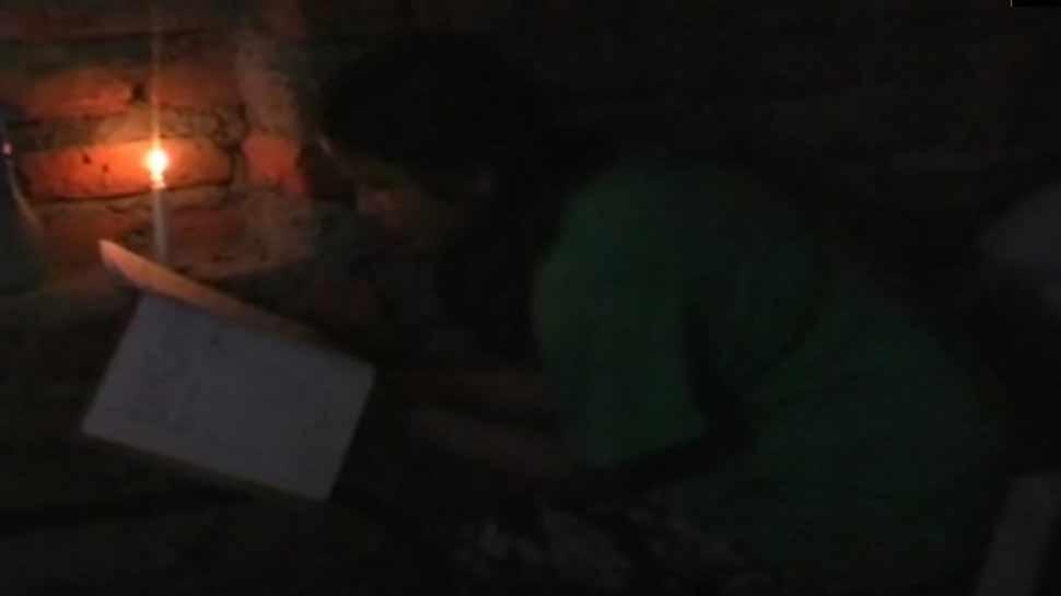 उत्तराखंड : आजादी के 71 साल बाद भी इस गांव में नहीं पहुंची बिजली, अंधेरे में गुजर रहा जीवन