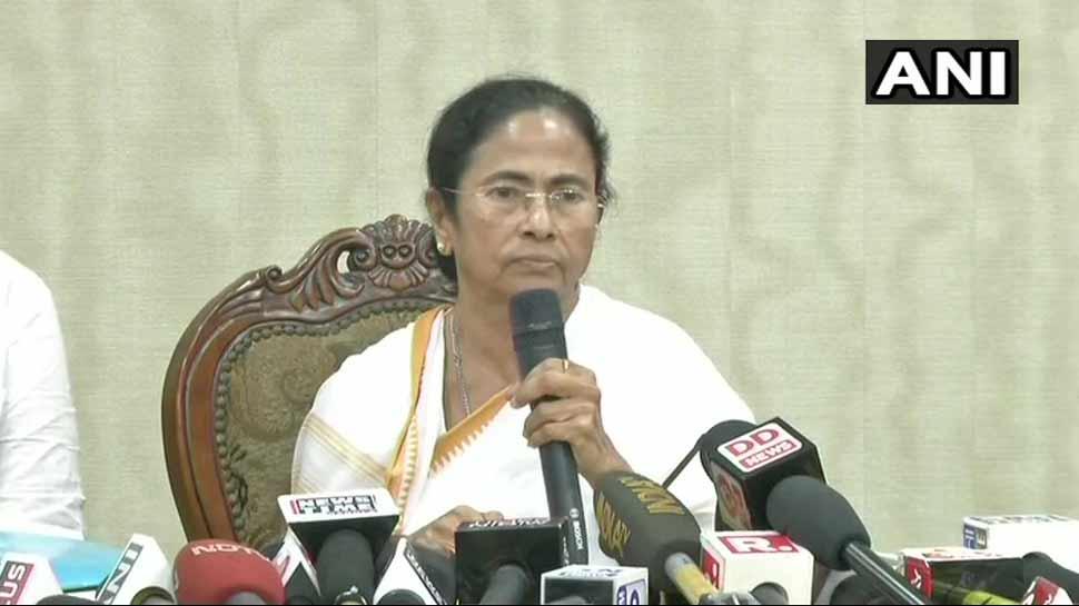 NRC से बाहर हुए लोगों को फर्जी मामलों में फंसाकर उनका उत्पीड़न किया जा रहा है : ममता बनर्जी