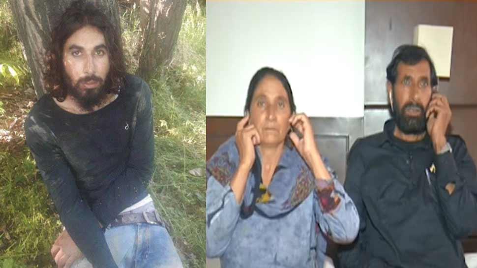 शहीद औरंगजेब के माता-पिता ने इंदौर में फहराया तिरंगा