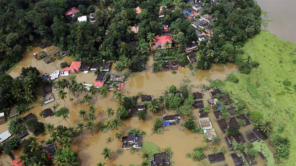 केरल में बाढ़ का कहर जारी, अब तक 324 लोगों की मौत, लाखों लोग राहत कैम्पों में