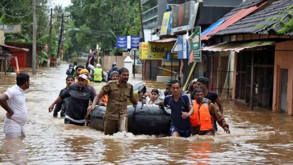 केरल बाढ़ : सरकार क्'€à¤¯à¥‹à¤' ठुकरा सकती है UAE से मिलने वाली 700 करोड़ की मदद?