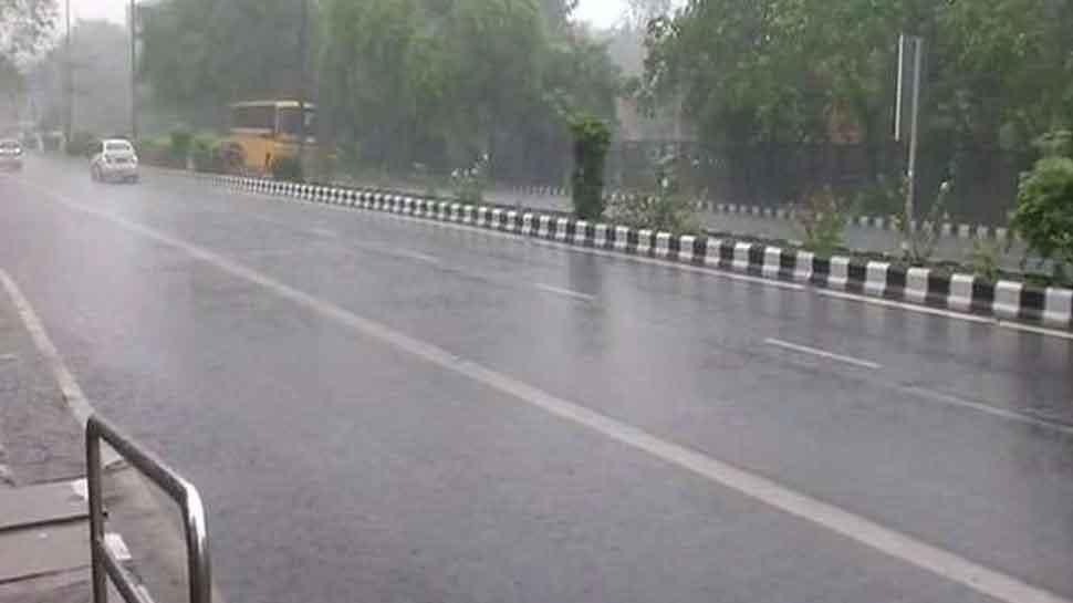 दिल्ली-NCR में झमाझम बारिश से मौसम हुआ सुहावना, कई जगहों पर लगा जाम