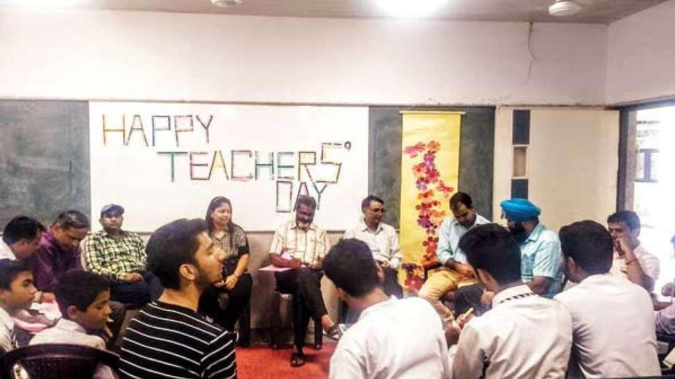 शिक्षक दिवस : विद्यार्थी  कर रहे हैं अपने शिक्षकों को याद