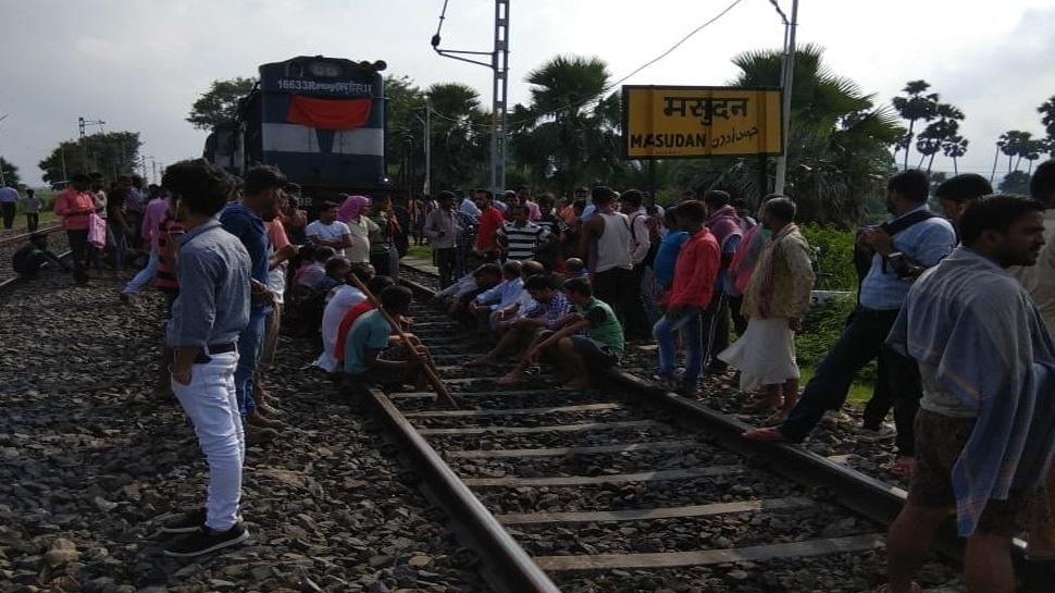 Protesters on Train's track