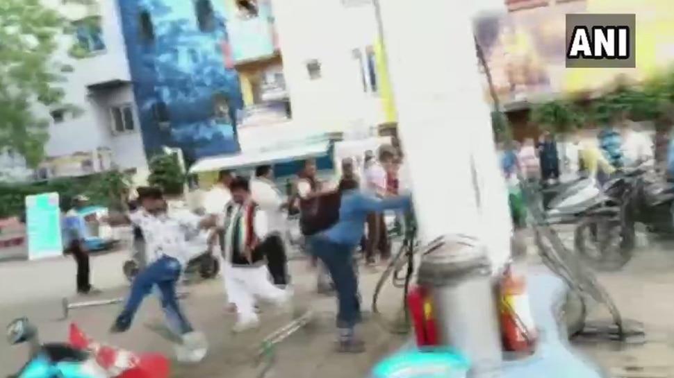 मध्यप्रदेश में 'भारत बंद' के दौरान हिंसक प्रदर्शन, कांग्रेस कार्यकर्ताओं ने की तोड़फोड़