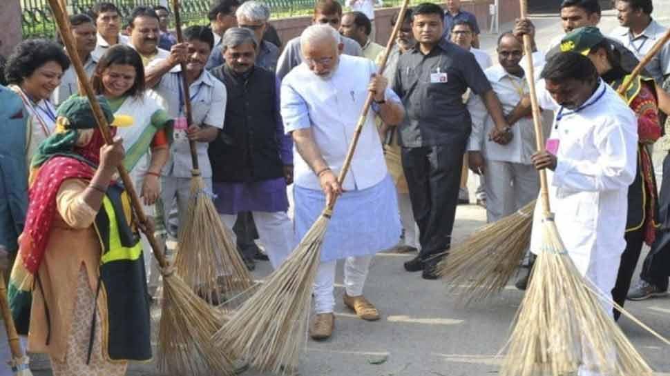 LIVE: पीएम मोदी ने की 'स्वच्छता ही सेवा आंदोलन' की शुरुआत