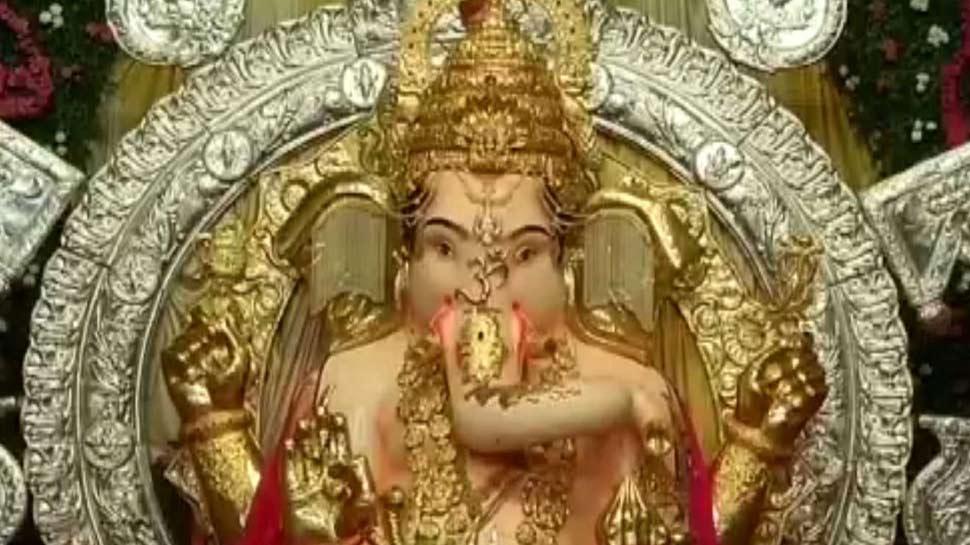 मुंबई के सबसे अमीर गणपति का हुआ 264 करोड़ का बीमा, 70 किलो सोने बने हैं बप्पा