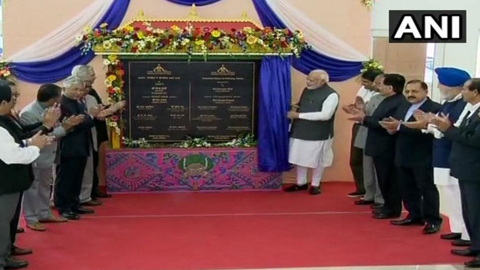 PM मोदी ने सिक्किम को दी पहले एयरपोर्ट की सौगात, कहा- 'देश ने लगाई सेंचुरी'
