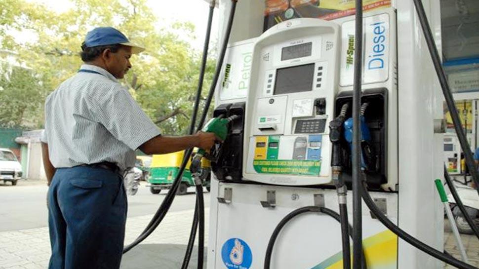 कीमतों में कटौती से तेल कंपनियों का निकला तेल, धराशायी हुए HPCL और रिलायंस के शेयर