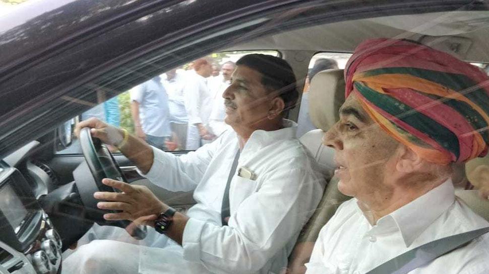 विधानसभा चुनाव: मानवेन्द्र सिंह और हरीश चौधरी की दोस्ती से बढ़ सकती हैं  BJP की मुश्किलें
