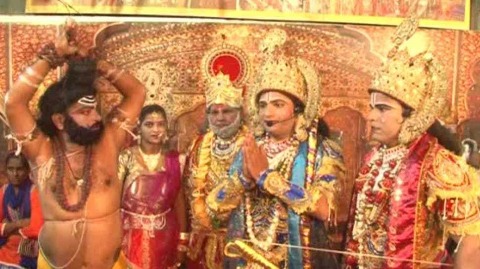 शाहजहांपुर: इस रामलीला में मुस्लिम और ईसाई कलाकार निभाते हैं भगवानों के किरदार