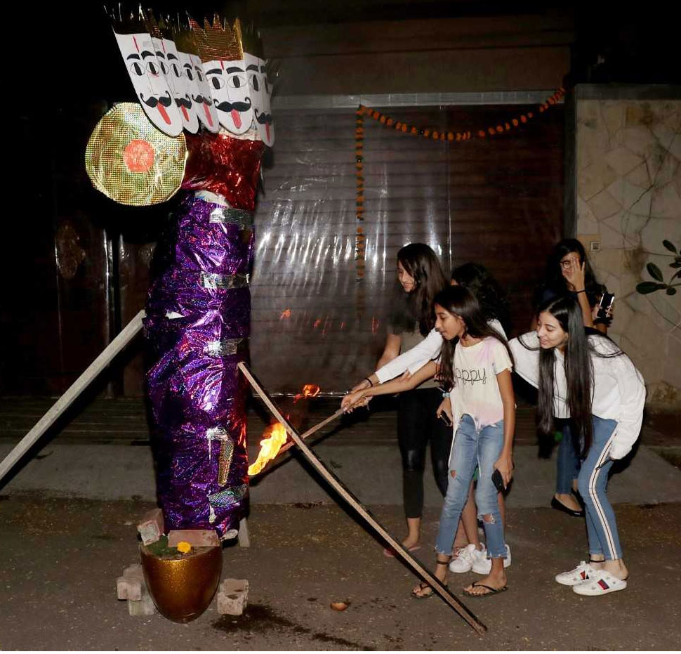 Burnd Ravana by kids