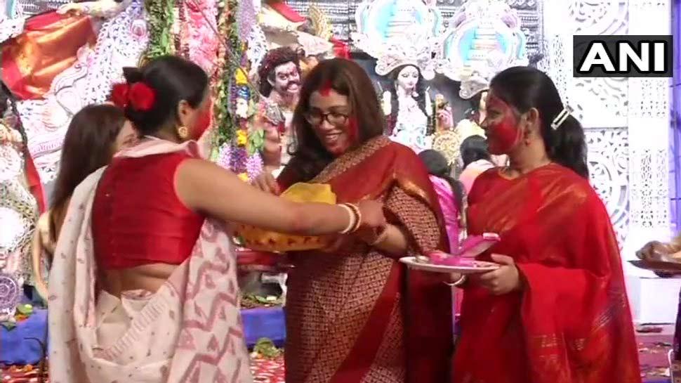 दशहरा 2018: दशमी पर जमकर खेला जाता है 'सिंदूर', बंगाल में कुछ ऐसे मनाया जाता है ये त्योहार