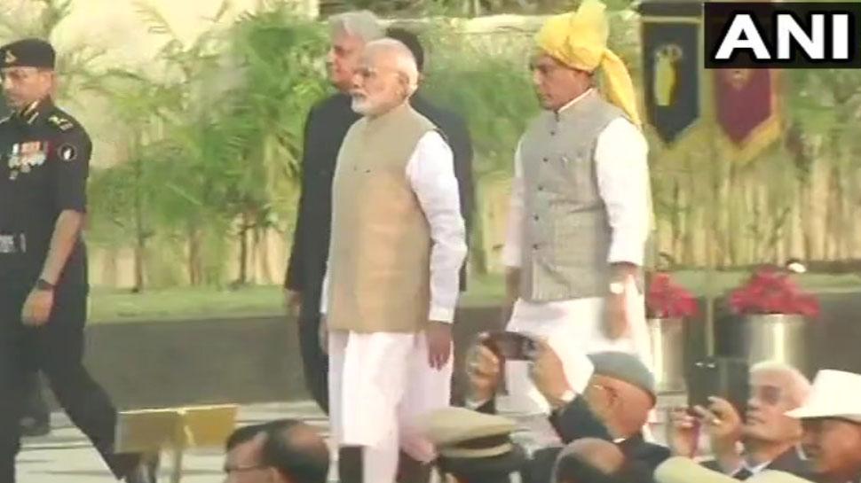 LIVE : PM मोदी ने किया राष्'€à¤Ÿà¥à¤°à¥€à¤¯ पुलिस स्'€à¤®à¤¾à¤°à¤• का उद्घाटन, लाल किले में भी फहराएंगे तिरंगा