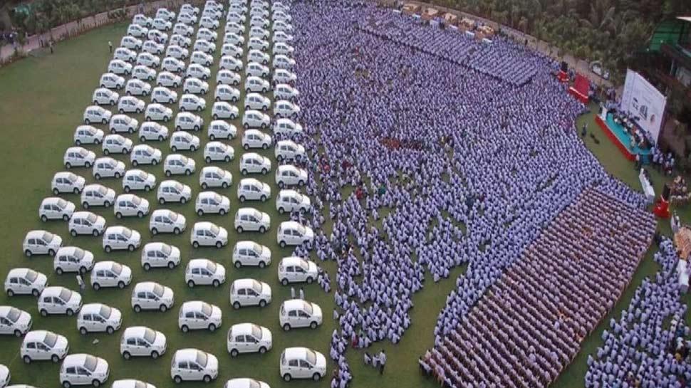 फिर चर्चा में आए सावजी ढोलकिया, कर्मचारियों को गिफ्ट में दी कार और FD