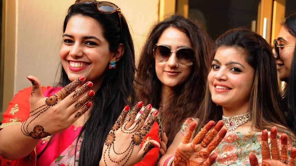 Karwa Chauth 2018: इस एक घंटे के भीतर कर लें पूजा, चांद देखने का ये है शुभ मुहूर्त